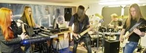 Rockband-Elvelion-kpuG-656x240-DERWESTEN